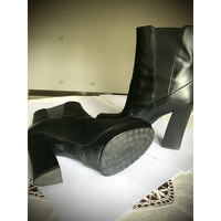 Tod's Ankle Boots With Square Heels Angle2