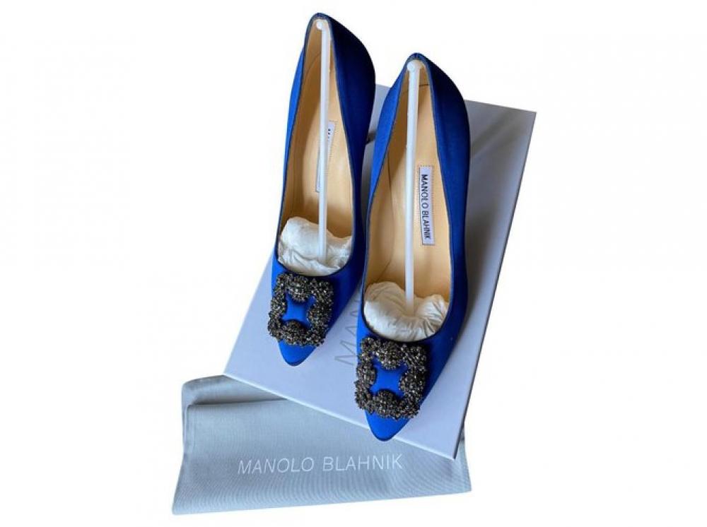 Manolo Blahnik Satin Pointed-Toe Pumps Heels Silk
