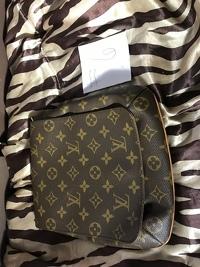 Louis Vuitton musette purse Angle2