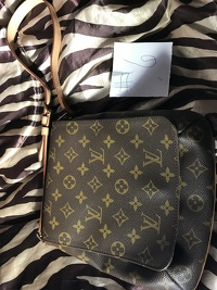 Louis Vuitton musette purse Angle12