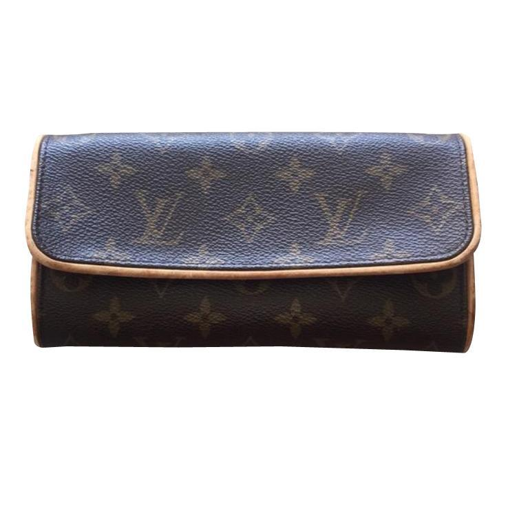 Louis Vuitton Petite Pochette