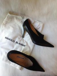 Manolo Blahnik black leather and suede pump Angle5