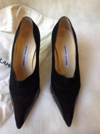 Manolo Blahnik black leather and suede pump Angle3