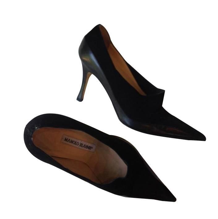 Manolo Blahnik black leather and suede pump