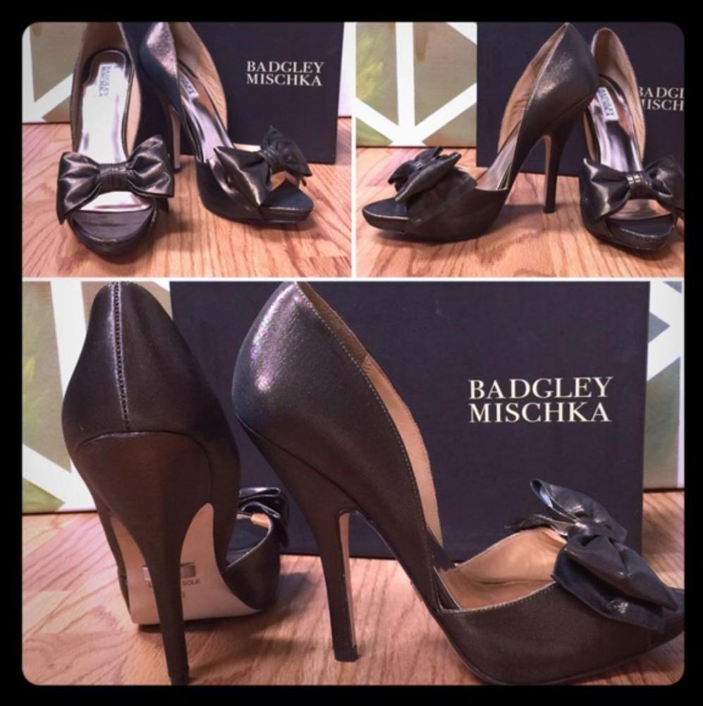 Badgley Mischka bronze bow pump