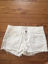 Cut off shorts Angle1