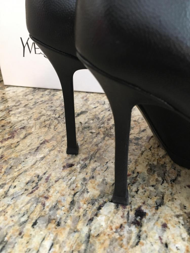 Yves Saint Laurent - Size 35 - Black