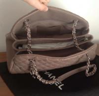 Chanel Mademoiselle caviar shoulder bag Angle2