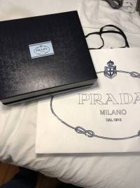 Prada Small studded glaze etiquete leather shoulde Angle11