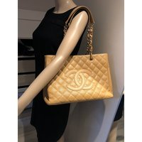 Chanel Grand shopper bag in caviar Angle7