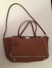 Valentino Rockstud leather handbag Angle3