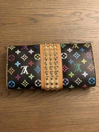 Special addition Louis Vuitton Clutch Angle3