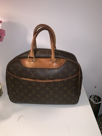 Louis Vuitton Mont Deauville - handle need repair  Angle1