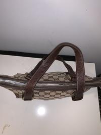 Gucci Monogram handbag Angle3