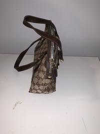Gucci Monogram handbag Angle9
