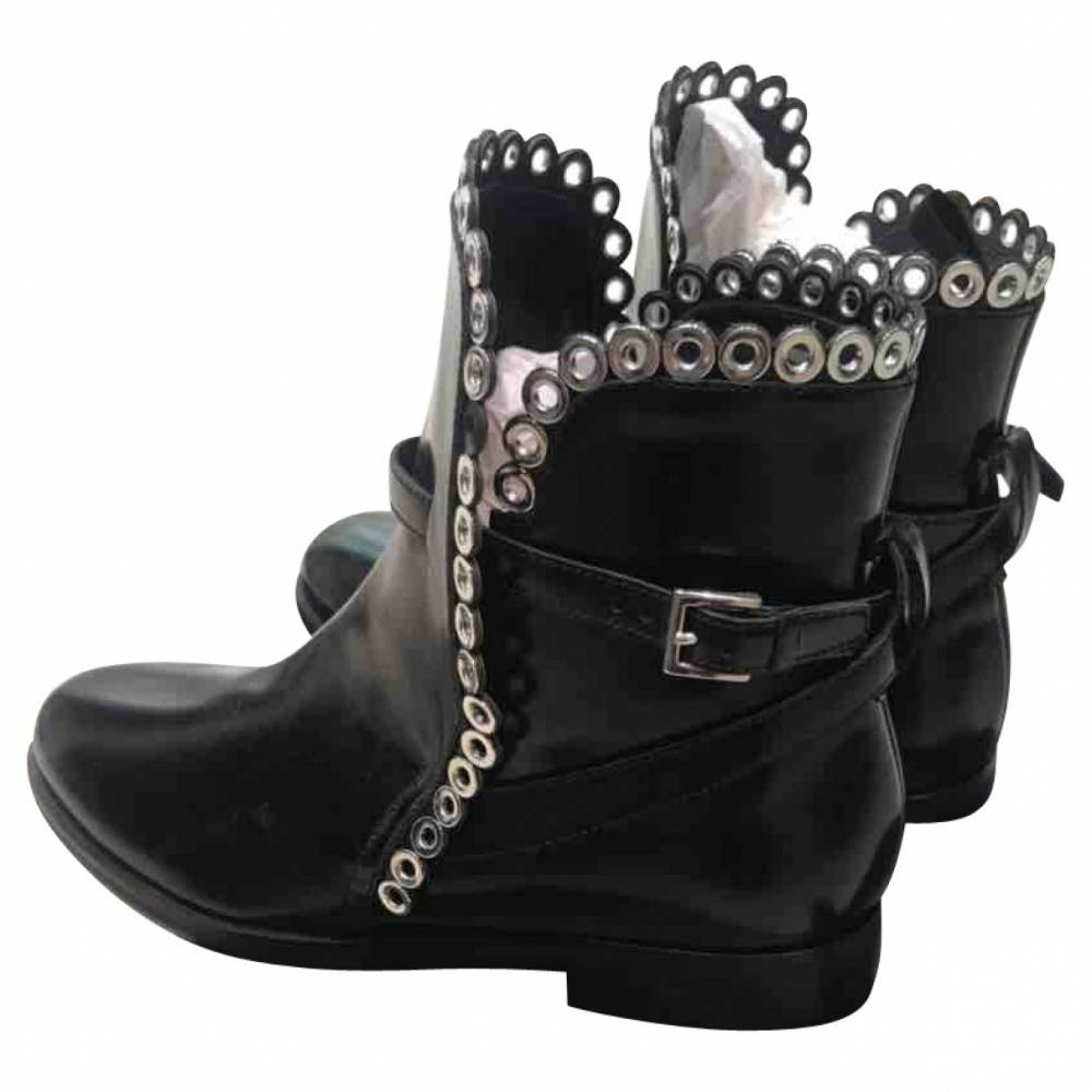 Alaia booties with grommet trim