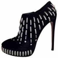 Alaia ankle booties with studs Angle1