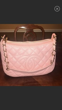 Chanel shoulder Bag Angle1