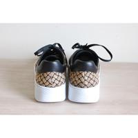 Bottega Veneta Trainers Leather in Black Angle4